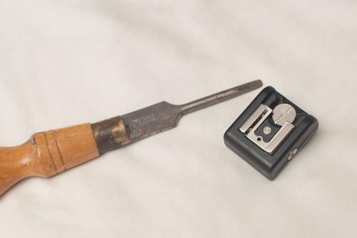 Screw-in hot-shoe adapter